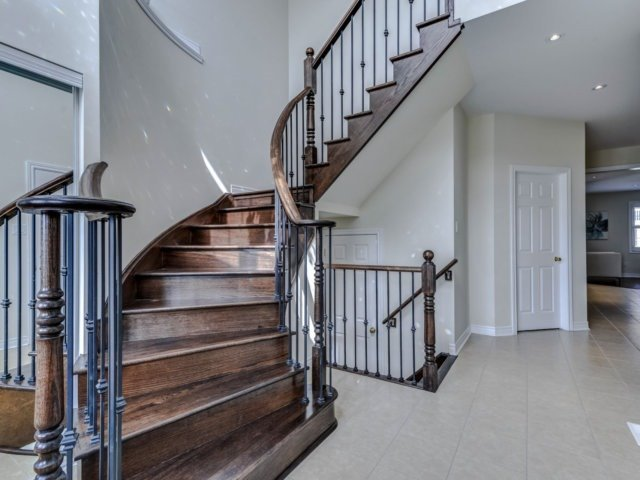 Detached at 51 Nature Way Cres, Newmarket, Ontario. Image 10