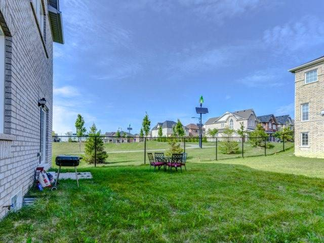 Detached at 51 Nature Way Cres, Newmarket, Ontario. Image 13