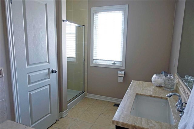 Townhouse at 119 Southdown Ave, Vaughan, Ontario. Image 4