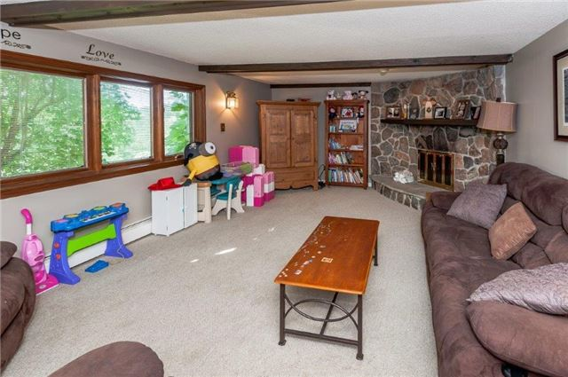 Detached at 107 Hillcrest Dr, East Gwillimbury, Ontario. Image 8