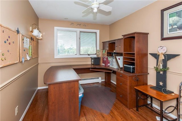 Detached at 107 Hillcrest Dr, East Gwillimbury, Ontario. Image 2