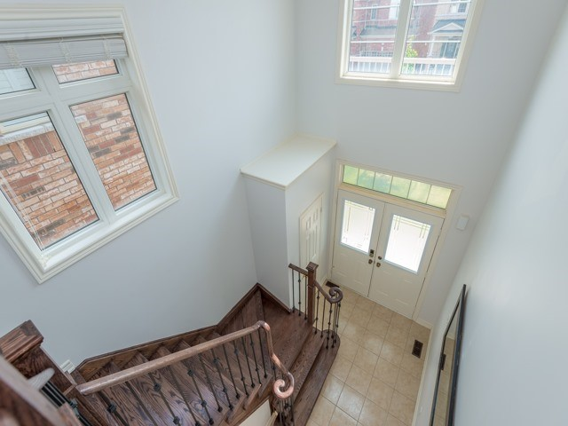 Detached at 15 Greendale Ave, Whitchurch-Stouffville, Ontario. Image 12