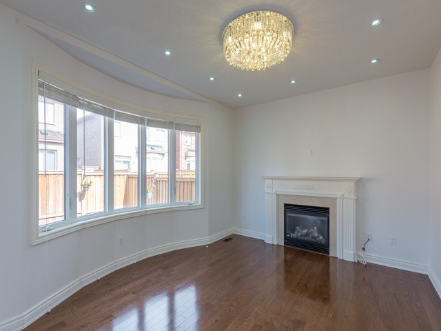 Detached at 15 Greendale Ave, Whitchurch-Stouffville, Ontario. Image 15