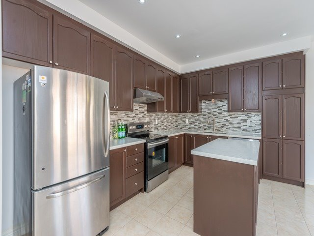 Detached at 15 Greendale Ave, Whitchurch-Stouffville, Ontario. Image 16