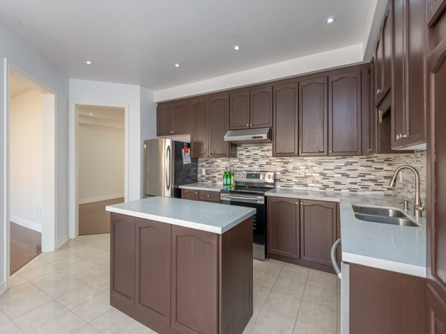 Detached at 15 Greendale Ave, Whitchurch-Stouffville, Ontario. Image 17