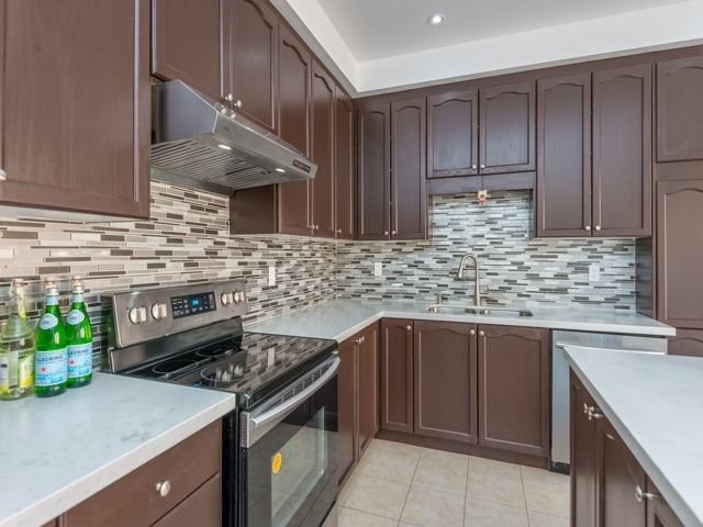Detached at 15 Greendale Ave, Whitchurch-Stouffville, Ontario. Image 18