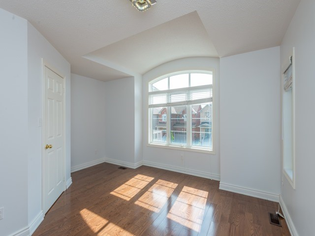 Detached at 15 Greendale Ave, Whitchurch-Stouffville, Ontario. Image 3