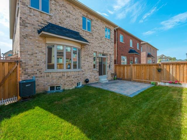 Detached at 15 Greendale Ave, Whitchurch-Stouffville, Ontario. Image 13