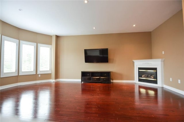 Detached at 27 Waymount Ave, Richmond Hill, Ontario. Image 13