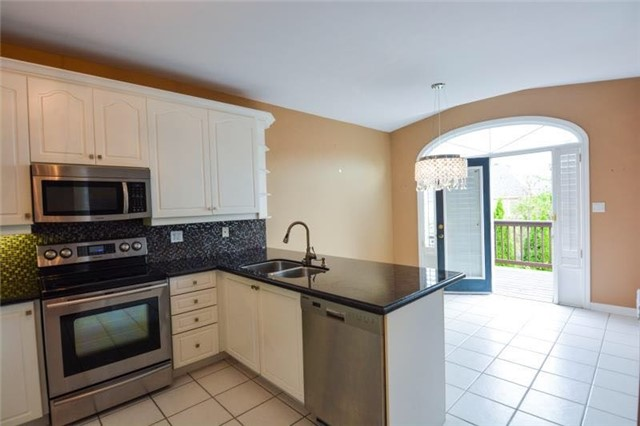 Detached at 27 Waymount Ave, Richmond Hill, Ontario. Image 15
