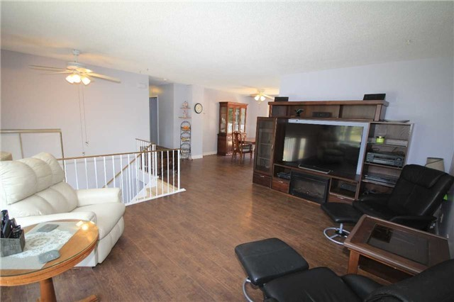 Detached at 2675 Lawrence Ave, Innisfil, Ontario. Image 12