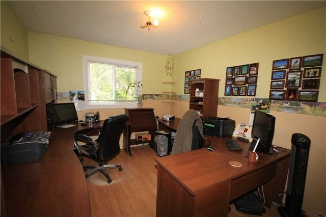 Detached at 2675 Lawrence Ave, Innisfil, Ontario. Image 3