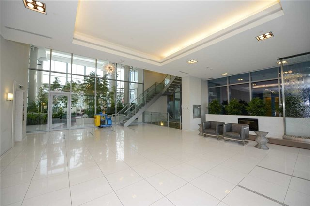 Condo Apartment at 9088 Yonge St, Unit Lph6, Richmond Hill, Ontario. Image 14