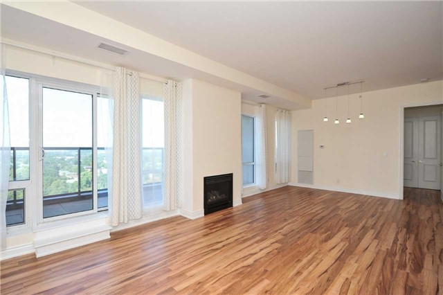 Condo Apartment at 9088 Yonge St, Unit Lph6, Richmond Hill, Ontario. Image 19