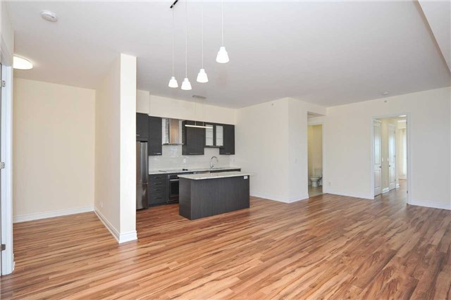 Condo Apartment at 9088 Yonge St, Unit Lph6, Richmond Hill, Ontario. Image 3