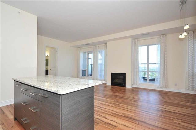 Condo Apartment at 9088 Yonge St, Unit Lph6, Richmond Hill, Ontario. Image 7