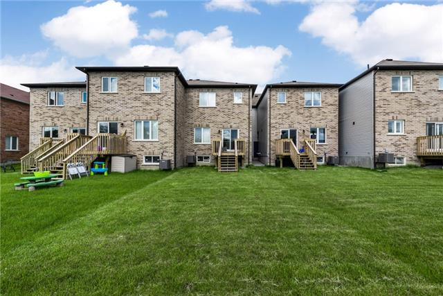 Townhouse at 1263 Bardeau St, Innisfil, Ontario. Image 10