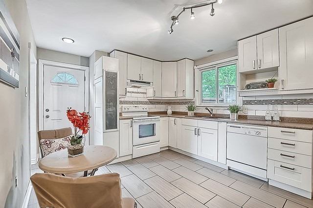 Semi-detached at 122 Longford Dr, Newmarket, Ontario. Image 7