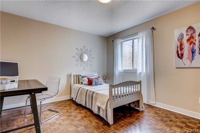 Semi-detached at 682 Napa Valley Ave, Vaughan, Ontario. Image 6