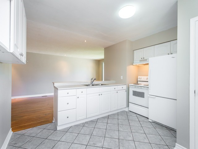 Semi-detached at 236 Demaine Cres, Richmond Hill, Ontario. Image 18
