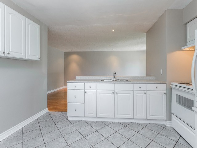 Semi-detached at 236 Demaine Cres, Richmond Hill, Ontario. Image 2