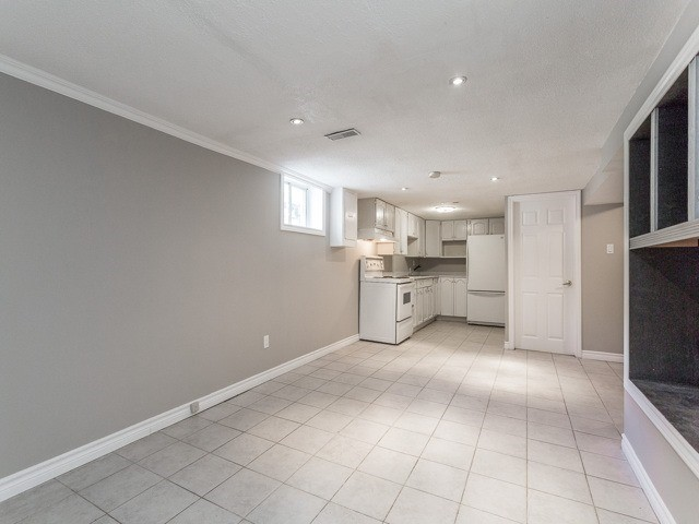 Semi-detached at 236 Demaine Cres, Richmond Hill, Ontario. Image 4