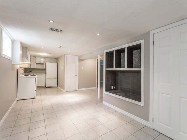 Semi-detached at 236 Demaine Cres, Richmond Hill, Ontario. Image 5