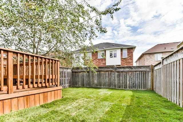 Link at 35 Todman Lane, Markham, Ontario. Image 11