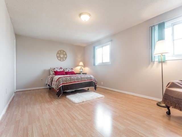 Link at 175 Stather Cres, Markham, Ontario. Image 3
