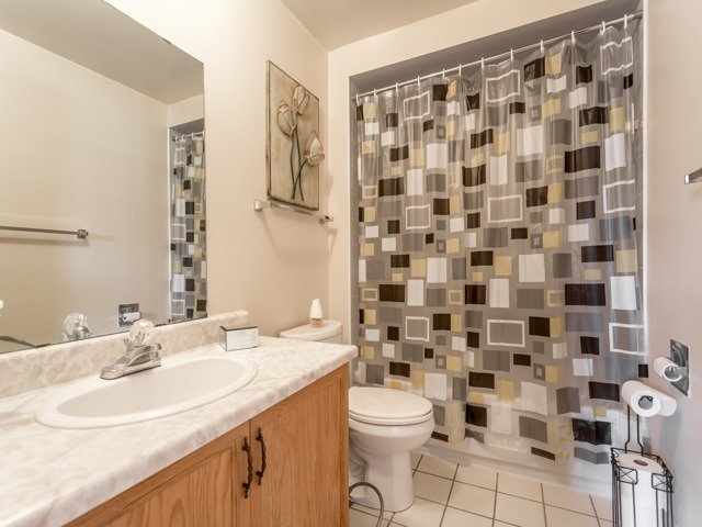 Link at 175 Stather Cres, Markham, Ontario. Image 5
