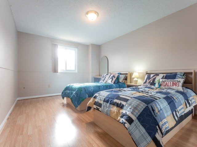 Link at 175 Stather Cres, Markham, Ontario. Image 6
