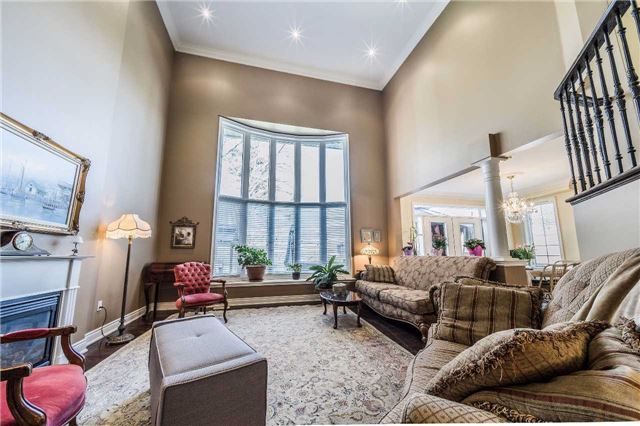 Detached at 5 Dietzman Crt, Richmond Hill, Ontario. Image 2