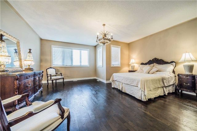 Detached at 5 Dietzman Crt, Richmond Hill, Ontario. Image 3