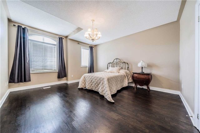Detached at 5 Dietzman Crt, Richmond Hill, Ontario. Image 4