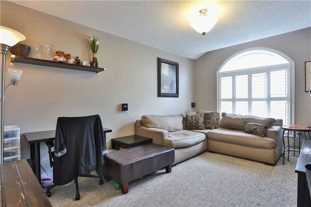 Townhouse at 8 Townwood Dr, Unit 71, Richmond Hill, Ontario. Image 2