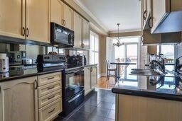Townhouse at 8 Townwood Dr, Unit 71, Richmond Hill, Ontario. Image 3