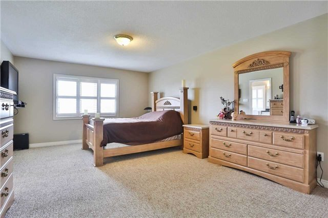 Townhouse at 8 Townwood Dr, Unit 71, Richmond Hill, Ontario. Image 5