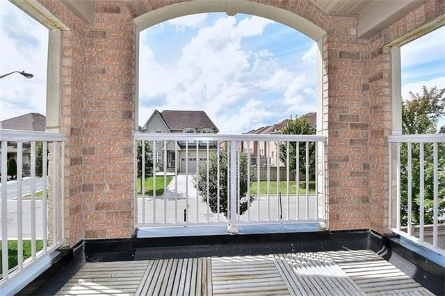 Detached at 49 Calista St, Vaughan, Ontario. Image 3