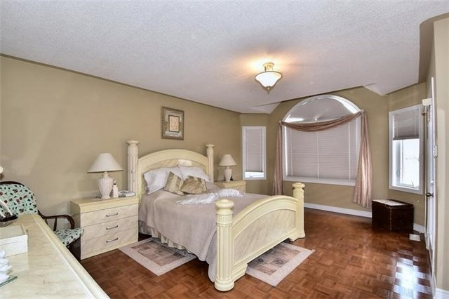 Detached at 49 Calista St, Vaughan, Ontario. Image 4