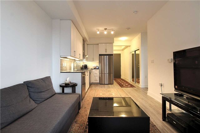 Condo Apartment at 9608 Yonge St, Unit 1603, Richmond Hill, Ontario. Image 2