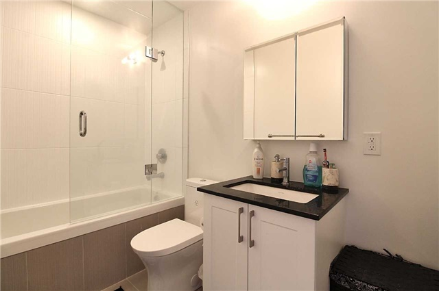 Condo Apartment at 9608 Yonge St, Unit 1603, Richmond Hill, Ontario. Image 5