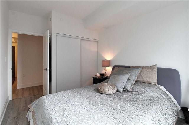 Condo Apartment at 9608 Yonge St, Unit 1603, Richmond Hill, Ontario. Image 9