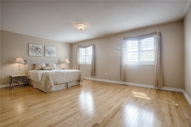 Detached at 72 Staynor Cres, Markham, Ontario. Image 5