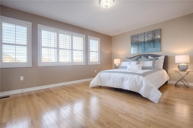 Detached at 72 Staynor Cres, Markham, Ontario. Image 7