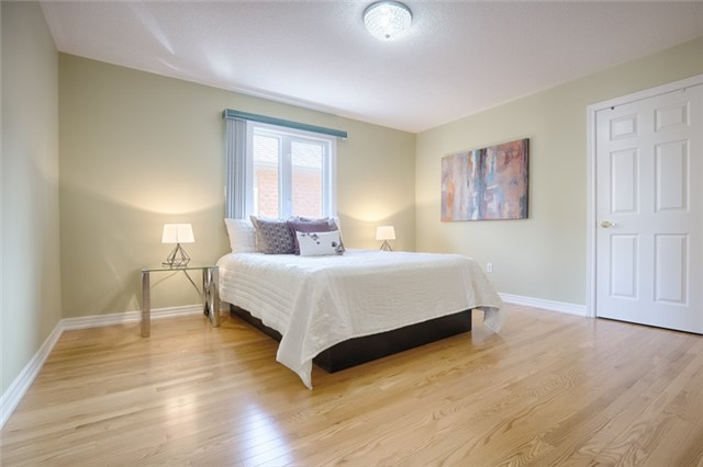 Detached at 72 Staynor Cres, Markham, Ontario. Image 8