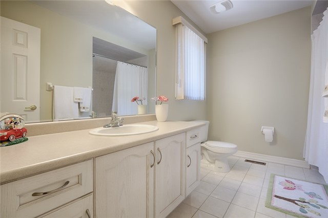 Detached at 72 Staynor Cres, Markham, Ontario. Image 10