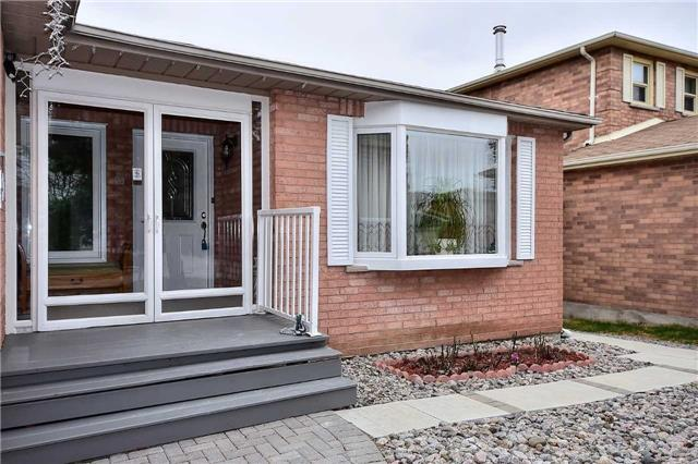 Detached at 963 Leslie Valley Dr, Newmarket, Ontario. Image 9