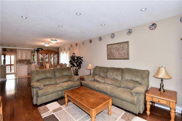 Detached at 963 Leslie Valley Dr, Newmarket, Ontario. Image 11