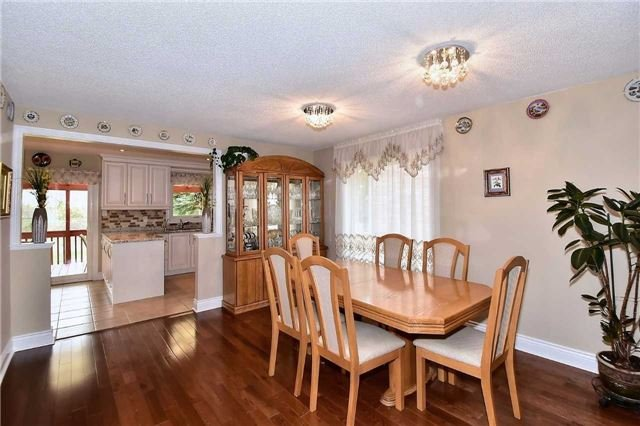 Detached at 963 Leslie Valley Dr, Newmarket, Ontario. Image 12
