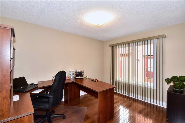 Detached at 963 Leslie Valley Dr, Newmarket, Ontario. Image 16